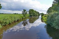 Landschaft mit Wolken (antje whv) Tags: landschaft landscape rheiderland ditzum ostfriesland wolken clouds spiegelung reflection wasser water tief