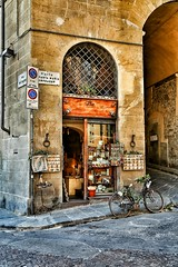 Italian Conner (exploringeurope) Tags: italy italia italianconner photography firenze florence canon5dmarklll canon5dmarkiii bike store awesomeplace toscana florenz