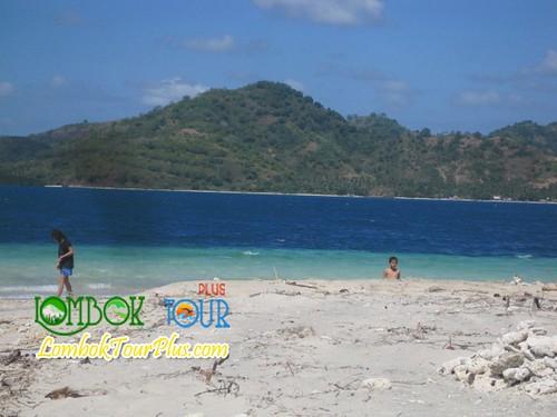 pantai gili tangkong