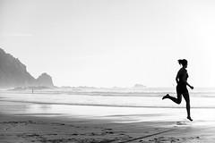 Castelejo, Vila do Bispo, brisa marítima . sea breeze (António Alfarroba) Tags: sea praia beach contraluz mar run algarve correr counterlight castelejo viladobispo