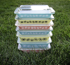 Pyrex Daisy Space Savers (VintageEverAfter) Tags: pink blue black flower cooking kitchen yellow daisies vintage baking aqua turquoise teal space daisy savers pyrex jaj
