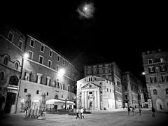 #26/365 Perugia di notte (Jacopo Reggiani) Tags: street city bw white black square piazza perugia bianco nero hdr citt 365project