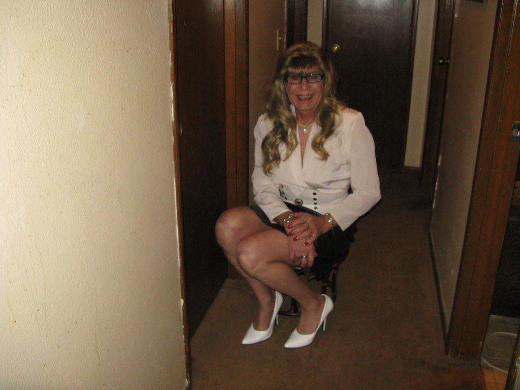 Busty mature trannies