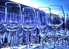 Dieses Bild entstand durch ein Versehen...ich habe am Weissabgleich gespielt (GelsenBuer) Tags: glas glser glass glasses weissabgleich effekt blau blue whitebalance experiment