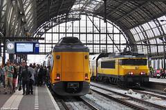 NS 4035, 1702. Amsterdam Centraal (Ivan Furlanis) Tags: station amsterdam train nederland eisenbahn rail railway zug netherland olanda trein centraal ferrovia treni spoorweg paesi bassi