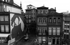 Porto 12 (gsamie) Tags: city blackandwhite portugal wall canon graffiti downtown porto oporto t3i 600d gsamie guillaumesamie