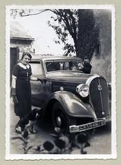 Hotchkiss 615 (Raymondx1) Tags: vintage classic black white blackwhite sw photo foto photography automobile car cars motor lady woman girl 30s thirties fashion purse gloves hotchkiss hotchkiss615 spaniel englishspringer springerspaniel englishspringerspaniel