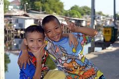 happy boys (the foreign photographer - ) Tags: aug212016nikon two happy boys colorful shirts peace sign khlong bang bua lard phrao portraits bangkhen bangkok thailand nikon d3200