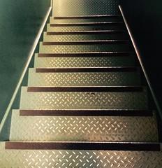 suBAjo (josenaranjo_8) Tags: escalones peldaos gradas escaleras subir bajar concepto objeto simple
