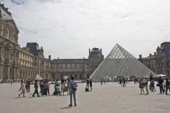 IMG_5229 (Margaux SP) Tags: paris france capital summer holiday t voyage le louvre pyramide ville couleur vintage hold