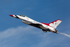 Thunderbirds_KTCM_8_27_16E (Matt Bresser) Tags: thunderbirds usairforce f16 airshow ktcm mcchord jblm