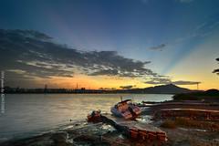 (szintzhen) Tags:             sunset sungloe sky boat water cloud reflection taipeicity taiwan