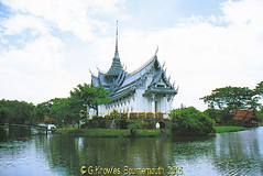 The Dusit Maha Prasat Palace in 2009  in the Ancient City, Muang Boran, Samut Prakan, Thailand. (samurai2565) Tags: samutprakan samutprakanprovince thailand ancientsiam ancientcity muangboran sukhumvitroad bangkok lekviriyaphant bangpu