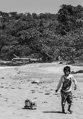 El otro lado de la isla (nickylerario) Tags: nikon streetphotography turismo turisim monochrome bocasdeltoro bastimentos isla indigenas tribu playa fototografiadocumental