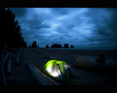 Shi Shi beach campsite at dawn ([nosamk] KMason photography) Tags: ocean longexposure trees sky beach water night clouds sunrise washington surf waves unitedstates pacific tide shishi seastack seastacks clallambay sigma15mmf28exdgdiagonalfisheye
