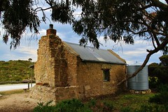 Innes national Park. Shepards Hut, browns beach (robynbrody) Tags: building history abandoned stone architecture buildings geotagged farm historic farms agriculture southaustralia dwellings yorkepeninsular innesnationalpark esenciadelanaturaleza