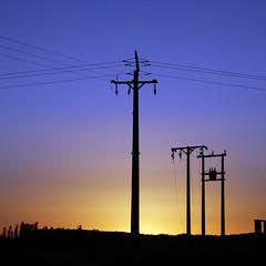 alta tensin (ines valor) Tags: color atardecer alta tensin elctrica
