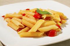 Pasta with fresh tomatoes (Mauro | PhotoForFood) Tags: red food nikon tomatoes pasta basil pomodori basilico foodphotography nikkor35mmf18 triggercactusv4 photoforfood