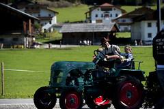 sul trattore col pap (fratella) Tags: montagna altoadige suedtirol alpeggio gsiesertal festapopolare provinciadibolzano valledicases