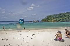DSC09256 (andrewlorenzlong) Tags: beach water thailand boat sand kohchang kohrang kohrangyai korangyai