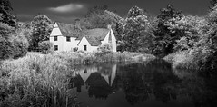 Willy Lott Cottage (Andrew Shepherd) Tags: england monochrome suffolk nikon cottage willy lightroom flatford fauxinfrared lotts d5000