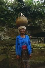 Bali, Gunung Kawi Sebatu, lovely old lady (blauepics) Tags: indonesien indonesia indonesian indonesische bali island ubud gunung kawi sebatu natur lady dame old alte frau woman posing lovely nett smile lachen friendly freundlich