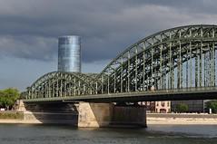 Pont Hohenzollern (1907-1911) et Tour Triangle (2006), Cologne, Rhnanie du Nord-Westphalie, Allemagne. (byb64) Tags: cologne kln colonia rhnaniedunordwestphalie nordrheinwestfalen northrhinewestphalia renaniadelnortewestfalia renaniasettentrionalevestfalia rhnanie rhineland rheinland renania rhin rhine rhein rin reno ville allemagne deutschland germany germania alemania europe europa eu ue rfa nrw stadt ciudad town citta city hohenzollernbrcke pont bridge brcke puente ponte gare station trainstation trains estacion cheminsdefer ferrocarriles treno voiesferres paysage paisaje paesaggio landschaft landscape klntriangle lvrturm tour torre tower
