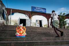 Clicked at Jagannath Ghat (Ragavendran / Rags) Tags: ragavendran kolkata ghat rural howrah howrahbridge vinayagar god colours coloursofindia blue jagannathghat steps pillayar divine