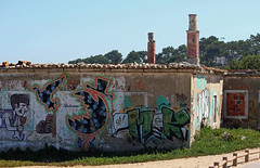 Street art (hans pohl) Tags: portugal sesimbra houses maisons ruines art architecture abandonn abandoned sunny ensoleill
