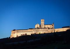 Basilica di San Francesco di Assisi (sandroo) Tags: assisi italia italy umbria san francesco basilica notturno night light canon 5dmkii 5dmk2 50mm 18