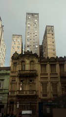 Contrastes Urbanos (Gijlmar) Tags: brasil brazil brasilien brsil brasile brazili portoalegre  riograndedosul amricadosul amricadelsur southamerica amriquedusud cu sky cloudy urban city