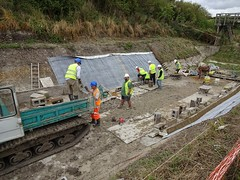 Restoring the Wendover Arm, Grand Junction Canal (Snapshooter46) Tags: canalrestoration wendoverarm grandjunctioncanal grandunioncanal wendoverarmtrust canalrivertrust miswell hertfordshire workingparty civilengineering dumpertruck caterpillar bentomatsheeting
