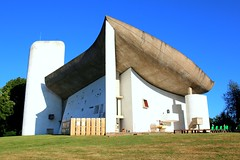 Happy Sunday! / Notre Dame du Haut, Ronchamp, France (Unesco world heritage) (Frans.Sellies) Tags: img4156 ronchamp france frankrijk frankreich glise eglise igreja unesco worldheritage unescoworldheritage iglesia corbusier lecorbusier