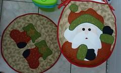 P1020070a (Monne Arts) Tags: face natal bonito artesanato capa noel lindo kit festa tapete decorao jogo vaso banheiro dupla lavabo mamae papai conjunto tecido colorido algodo enfeite proteo higienico festivo natalino jogodebanheiro jogodetapete tapetedebanheiro