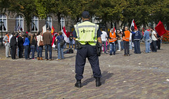 "Grote Politie, Kleine Demonstranten • <a style=""font-size:0.8em;"" href=""http://www.flickr.com/photos/45090765@N05/7989448249/"" target=""_blank"">View on Flickr</a>"