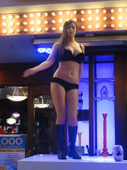 USA_Day08-Las_Vegas_3_12 (Alf Igel) Tags: street las vegas usa america golden downtown casino fremont queen experience amerika nugget glcksspiel