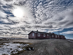 wooden house (on the rocks) (Soenke HH) Tags: wood old blue schnee autumn sky cloud white house snow rot weather norway rock stone norge herbst north skandinavien norwegen himmel wolken olympus formation forgotten blau scandinavia holz stein weiss hdr abandonned verlassen e5 felsen einsam klte dramaticcolor hdraddicted swd1260 hardangerviddanationalpark