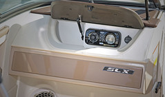Sea Ray 210 SLX (BoatTEST.com) Tags: test layout design boat review performance storage boating feature cruisers searay glovebox boattest mp3jack exteriorfeature searay210slx slx210