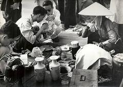 INDOCHINE . HANOI 1954 - MARCHE AUX PUCES (5)