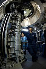 121004-N-TX154-005.JPG (Commander, U.S. 7th Fleet) Tags: japan sailors usnavy ras cruiser underway southchinasea guidedmissilecruiser usscowpens 7thfleet unrep vertrep flightoperations forwarddeployed usscowpenscg63