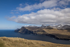 Mountains by the Sea (Aymeric Gouin) Tags: faroe fro faroeislands ilesfro froyar eysturoy europe northerneurope ocean sea mer atlantique atlantic water mountain montagne paysage paisaje landscape landschaft snow cloud neige nuage nature travel voyage olympus omd em10 aymgo aymericgouin longexposure light