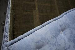 Matelas (Sarah Devaux) Tags: matelas bleu motif floral chassis bois usure abandon port marina bordeaux bassin à flots base sousmarine toile