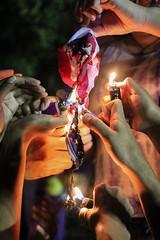 burn the witch (faneeeeeeeeeeeh) Tags: lajjunta campamentrocontralajunta sanjuan hatorey fiscalia protesta protest flag burn