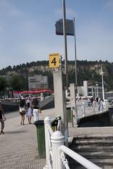 Salinas (Jusotil_1943) Tags: bandera callejeando fences playa
