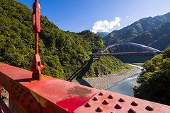 bridge (Olen photo) Tags: travel trip 200km taiwan taoyuan photo view beautiful color relax scooter tired road tree 500d canon tokina t116 bridge red green blue strong mountain river