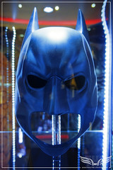 The Establishing Shot: CHRISTIAN BALE's BATMAN COWL FROM THE DARK KNIGHT & THE DARK KNIGHT RISES - PROP STORE ENTERTAINMENT LIVE AUCTION PREVIEW EXHIBITION - ODEON BFI IMAX, LONDON (Craig Grobler) Tags: ckc1ne craiggrobler craigcalder london film uk theestablishingshot wwwtheestablishingshotcom theestshot attheestshot propstoreliveauctionexhibition propstore filmprop prop batman thedarkknight thedarkknightrises batbike batcycle batpod exhibition filmexhibition imax