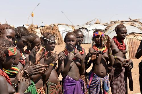 Daasanach women dancing and singing (6)