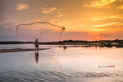 The fisherman at sunset (Francesco Castro) Tags: fisherman pescatore mare rete pesce fiume sole tramonto sunset fujifilm fuji xe2 nuvole clouds sky cielo ngc
