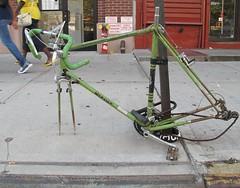 mercler (neppanen) Tags: newyork abandoned bike bicycle america wreck greene derelict polkupyr vihre hyltty discounterintelligence sampen mercler