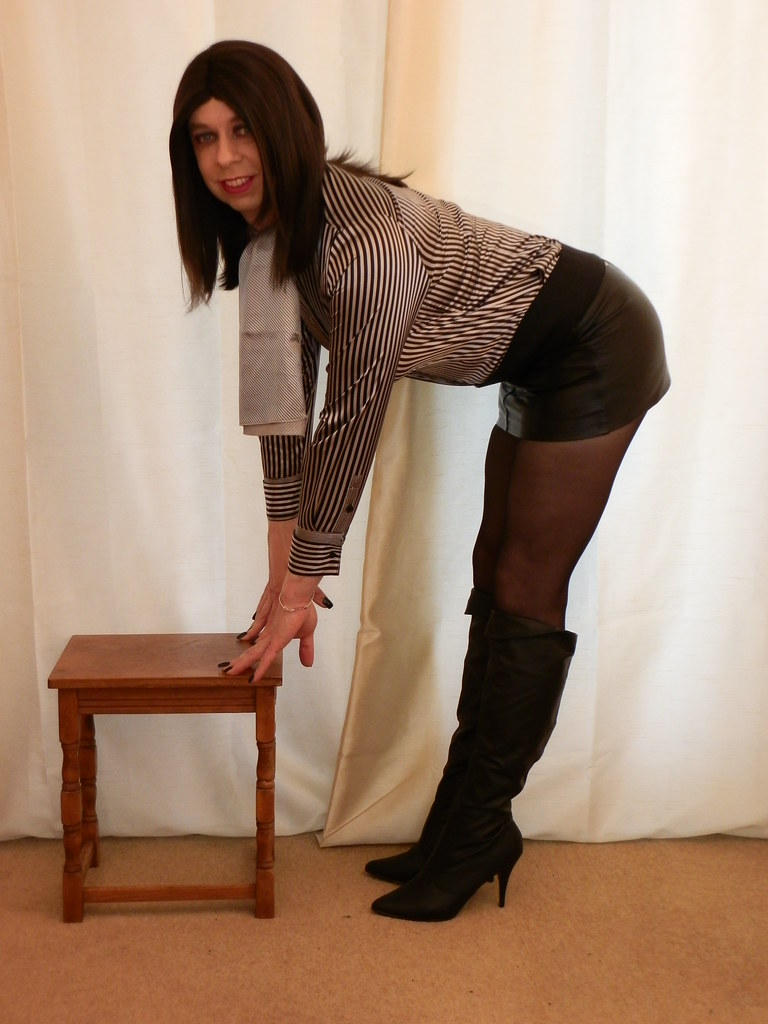 Put Pantyhose boots skirt